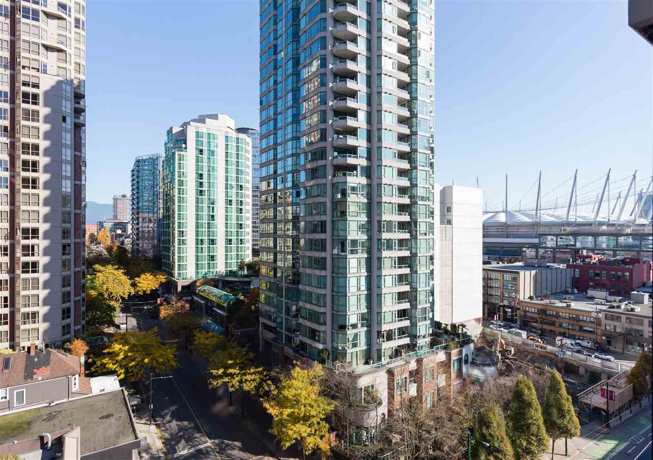 "Main Photo: 1201 909 MAINLAND Street in Vancouver: Yaletown Condo for sale in ""YALETOWN PARK II"" (Vancouver West)  : MLS®# R2218452"