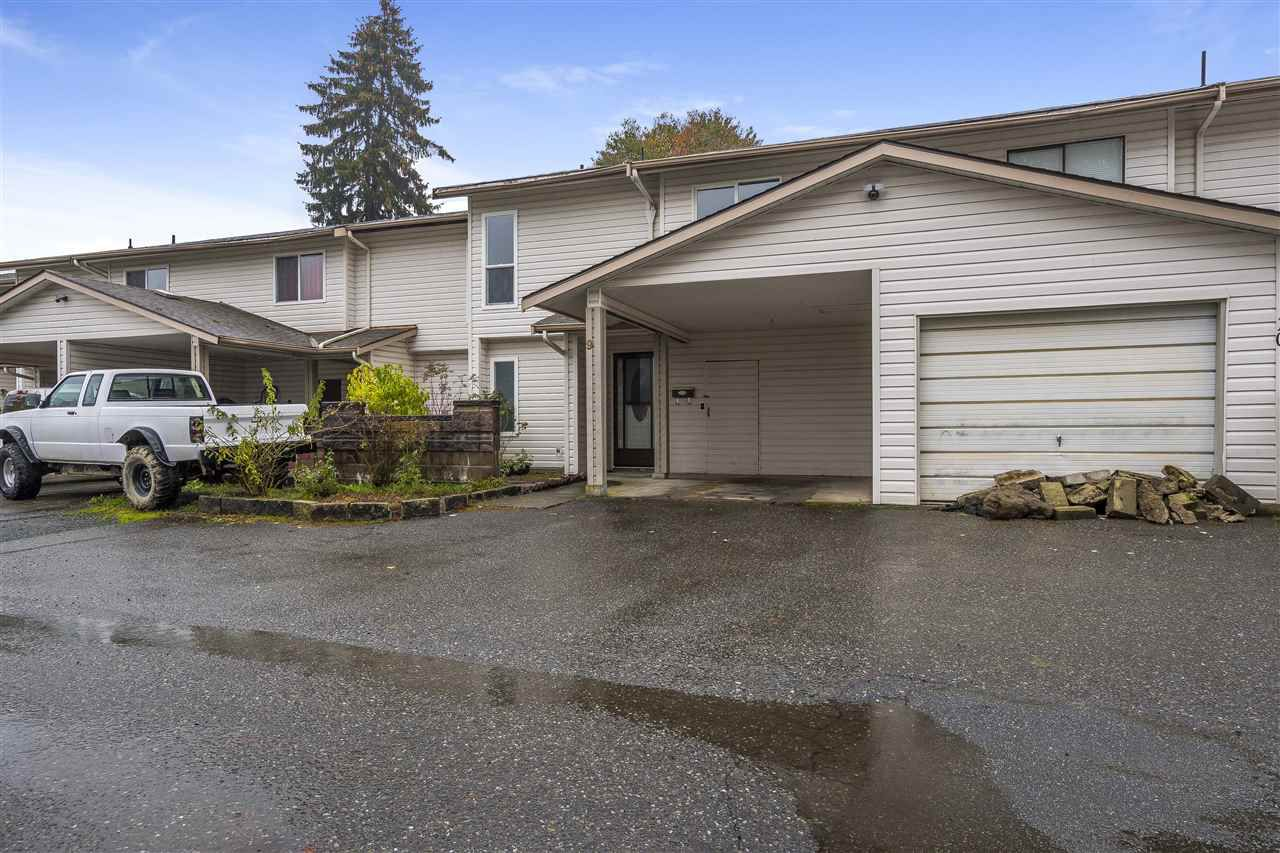 """Main Photo: 9 46401 YALE Road in Chilliwack: Chilliwack E Young-Yale Townhouse for sale in """"Lombardy Estates"""" : MLS®# R2320236"""