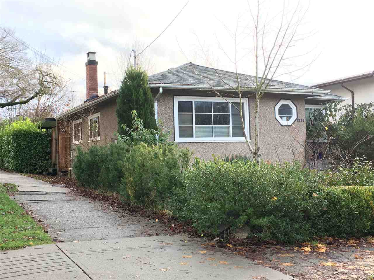 """Main Photo: 2206 GARDEN Drive in Vancouver: Grandview VE House for sale in """"Grandview/Woodlands"""" (Vancouver East)  : MLS®# R2325881"""
