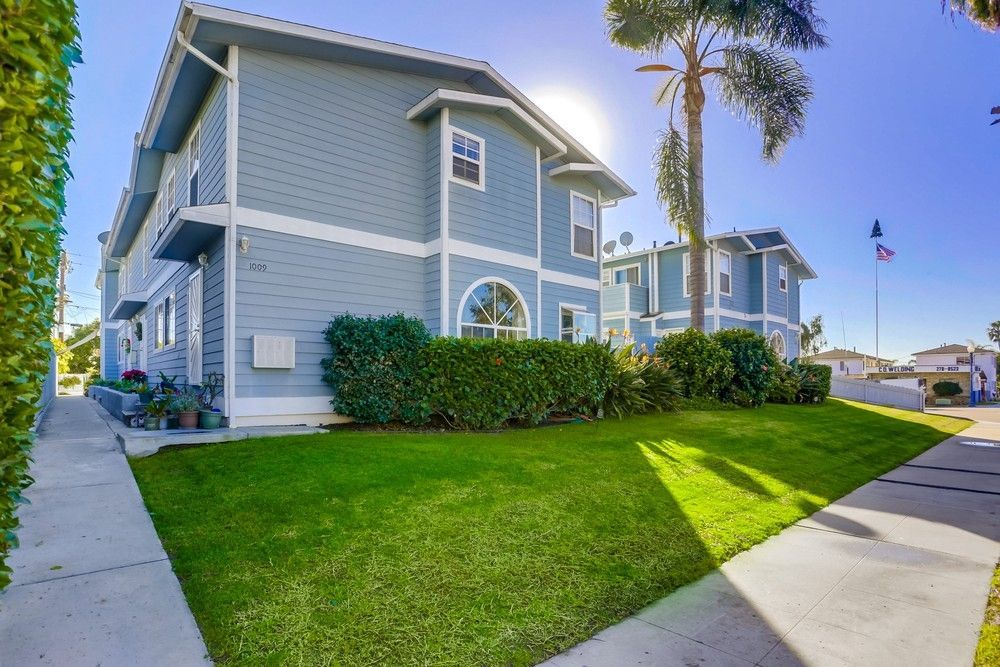 Main Photo: PACIFIC BEACH Condo for sale : 3 bedrooms : 1009 Tourmaline St #4 in San Diego