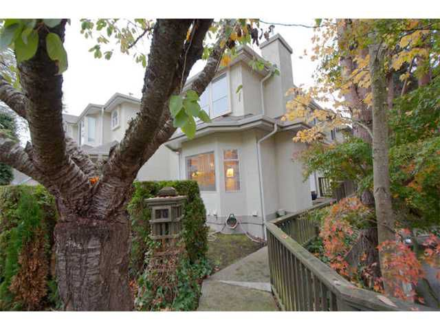"Main Photo: 15 8291 GENERAL CURRIE Road in Richmond: Brighouse South Townhouse for sale in ""THE GARDENS"" : MLS®# V1034981"
