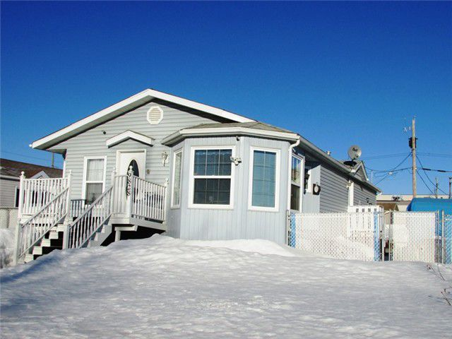 Main Photo: 9828 96TH Avenue in Fort St. John: Fort St. John - City SE Manufactured Home for sale (Fort St. John (Zone 60))  : MLS®# N233012