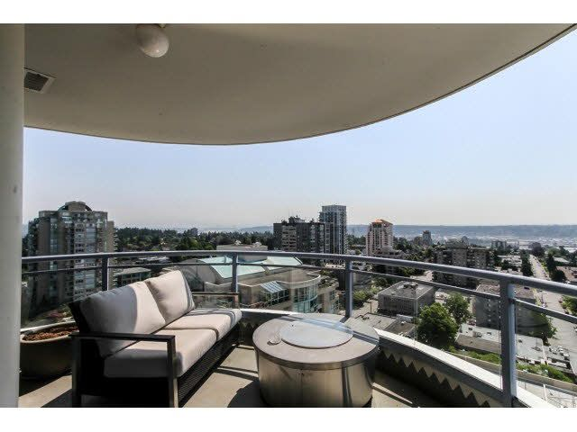 "Main Photo: 2203 739 PRINCESS Street in New Westminster: Uptown NW Condo for sale in ""BERKLEY PLACE"" : MLS®# V1125945"