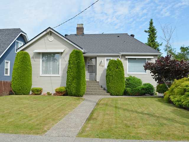 """Main Photo: 809 EIGHTH Avenue in New Westminster: Moody Park House for sale in """"MOODY PARK"""" : MLS®# V1126724"""