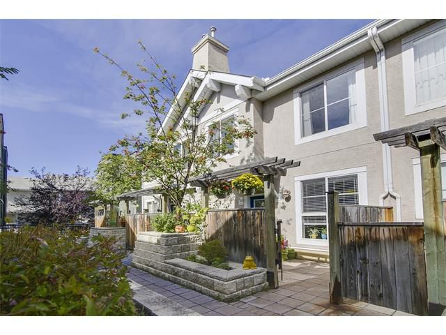 Main Photo: 2001 34 AV SW in Calgary: Altadore House for sale