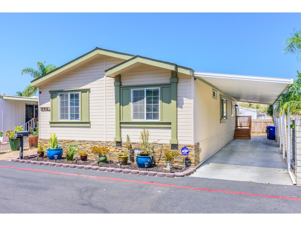 Main Photo: OCEANSIDE Manufactured Home for sale : 3 bedrooms : 288 Club Ln