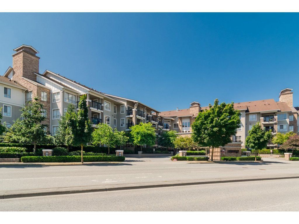 Main Photo: 424 8915 202 Street in Langley: Walnut Grove Condo for sale : MLS®# R2215824