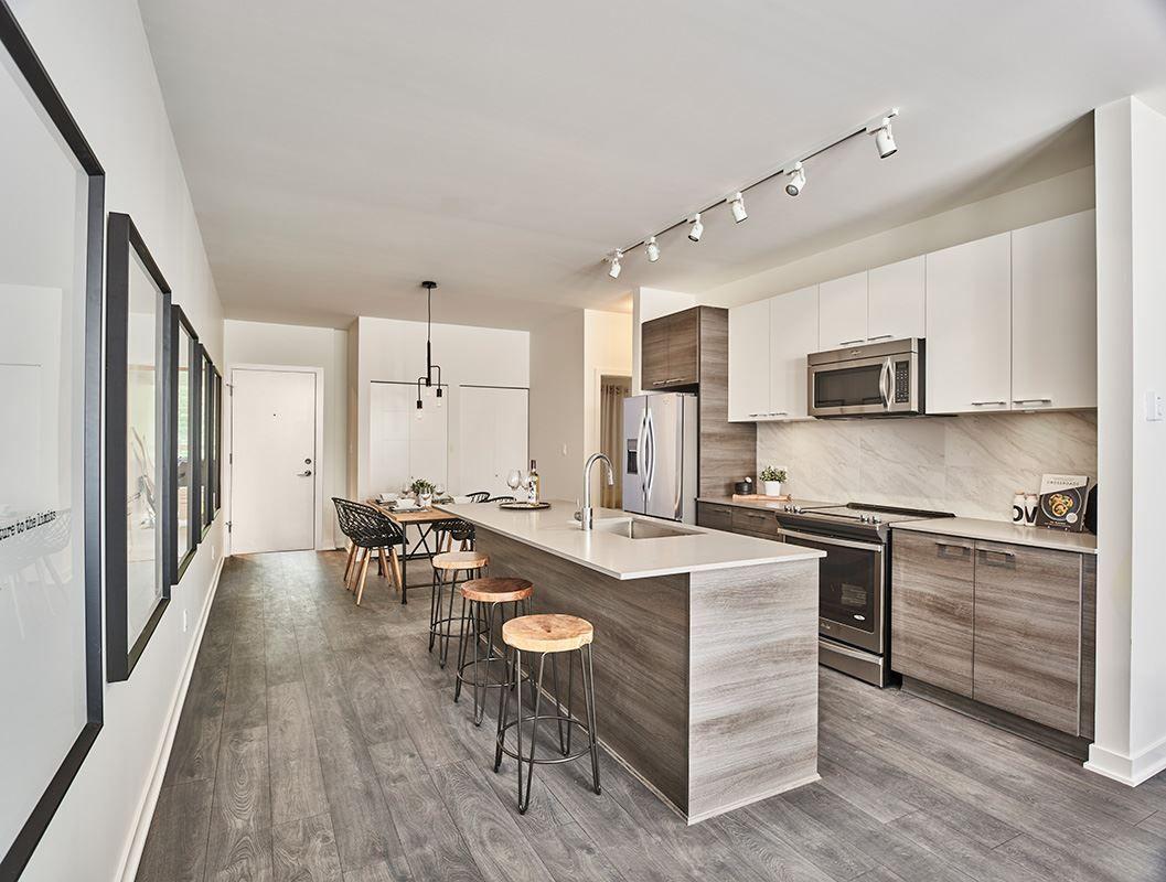 Main Photo: 517 10581 140TH Street in Surrey: Whalley Condo for sale (North Surrey)  : MLS®# R2299042