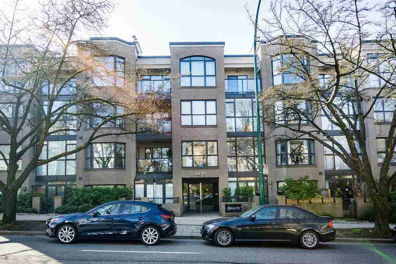 """Main Photo: 402 2130 W 12 Avenue in Vancouver: Kitsilano Condo for sale in """"ARBUTUS WEST TERRACE"""" (Vancouver West)  : MLS®# R2349932"""