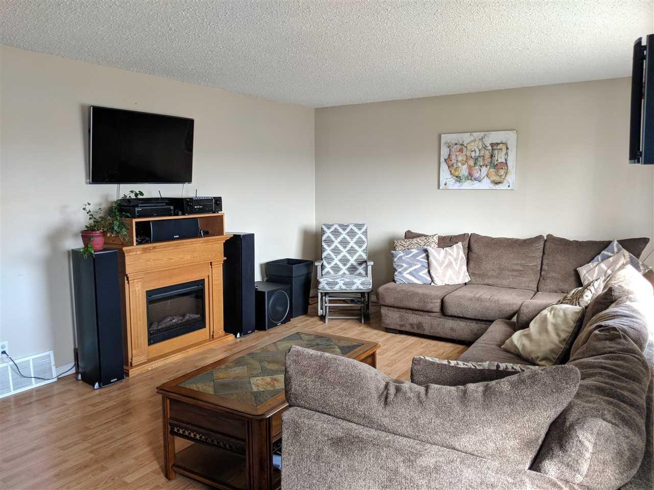 Photo 5: Photos: 4740 48 Street S: Clyde House for sale : MLS®# E4152983
