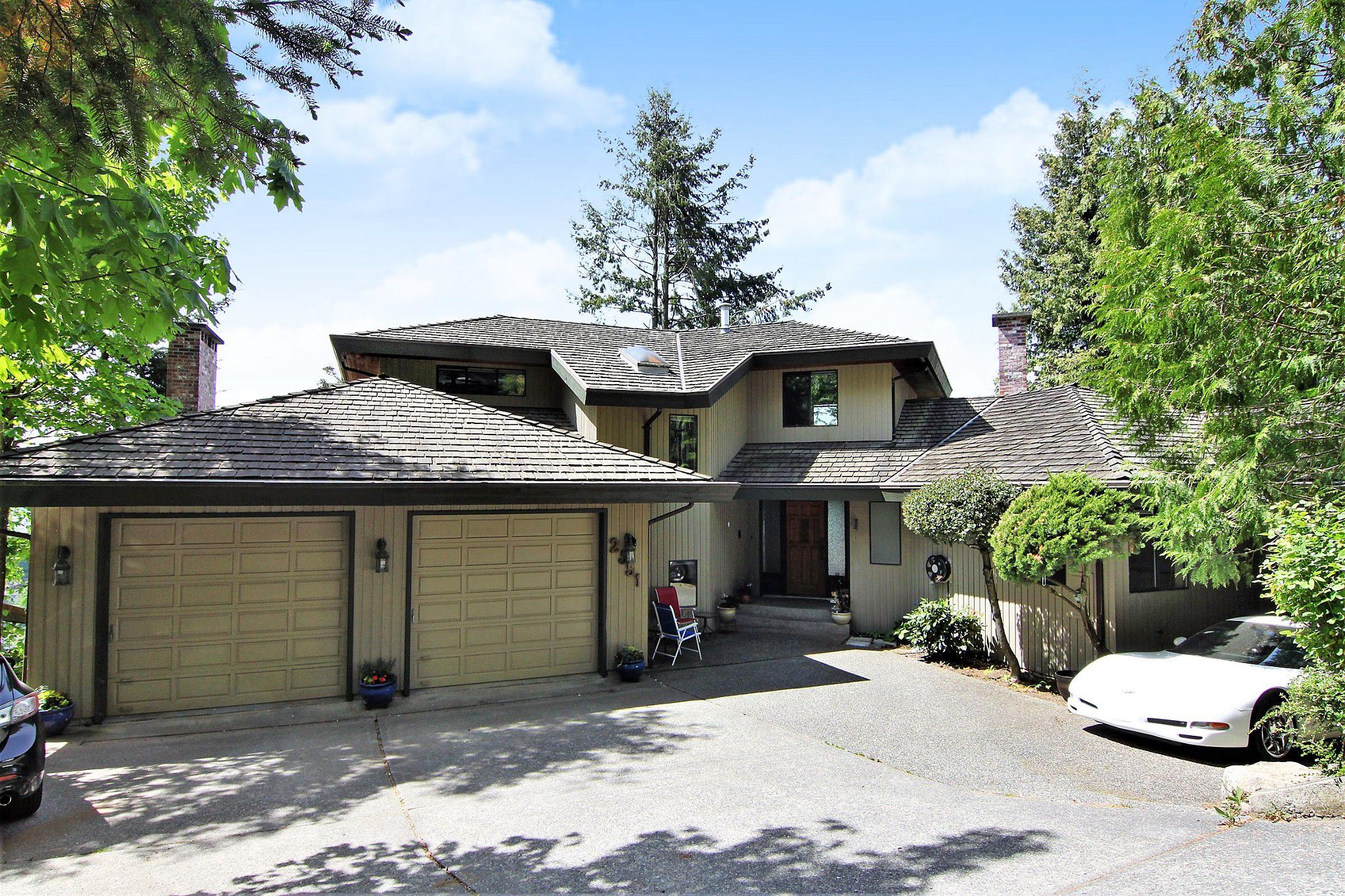 "Main Photo: 2551 ZURICH Drive in Abbotsford: Abbotsford East House for sale in ""Glen Mountain"" : MLS®# R2370000"