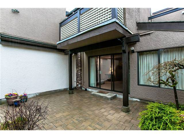 Photo 10: Photos: 2054 MARINE DR in West Vancouver: Ambleside Townhouse for sale : MLS®# V1012823
