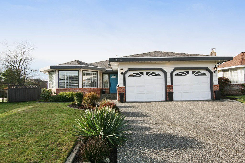 """Main Photo: 6135 185A Street in Surrey: Cloverdale BC House for sale in """"EAGLE CREST"""" (Cloverdale)  : MLS®# F1402366"""