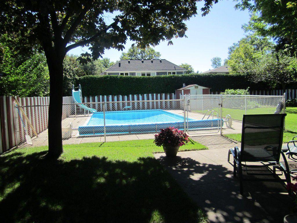 Main Photo: 1480 Durham Street in Oakville: Eastlake House (2-Storey) for sale : MLS®# W2866409