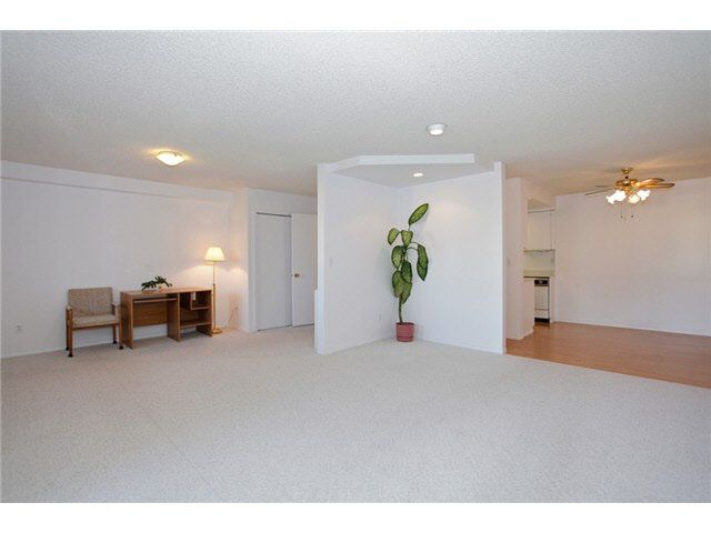 """Main Photo: 305 20420 54 Avenue in Langley: Langley City Condo for sale in """"RIDGEWOOD MANOR"""" : MLS®# F1430018"""
