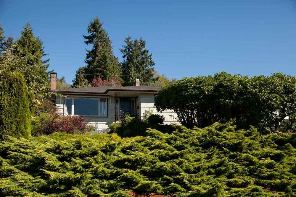Main Photo: 1135 LAWSON AVENUE in West Vancouver: Ambleside Home for sale ()  : MLS®# R2000540
