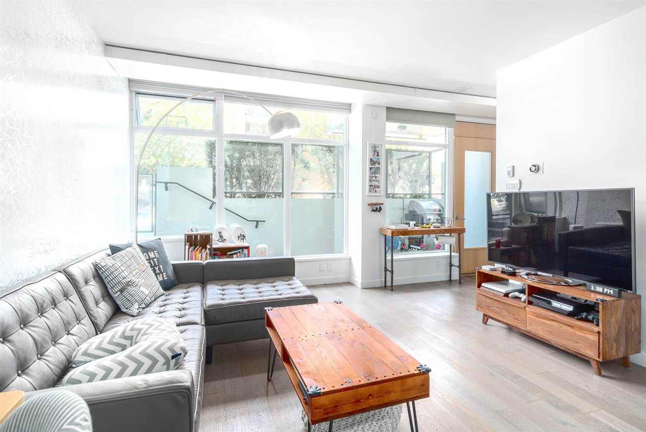 "Main Photo: 2405 HEATHER Street in Vancouver: Fairview VW Townhouse for sale in ""700 West 8th"" (Vancouver West)  : MLS®# R2111212"