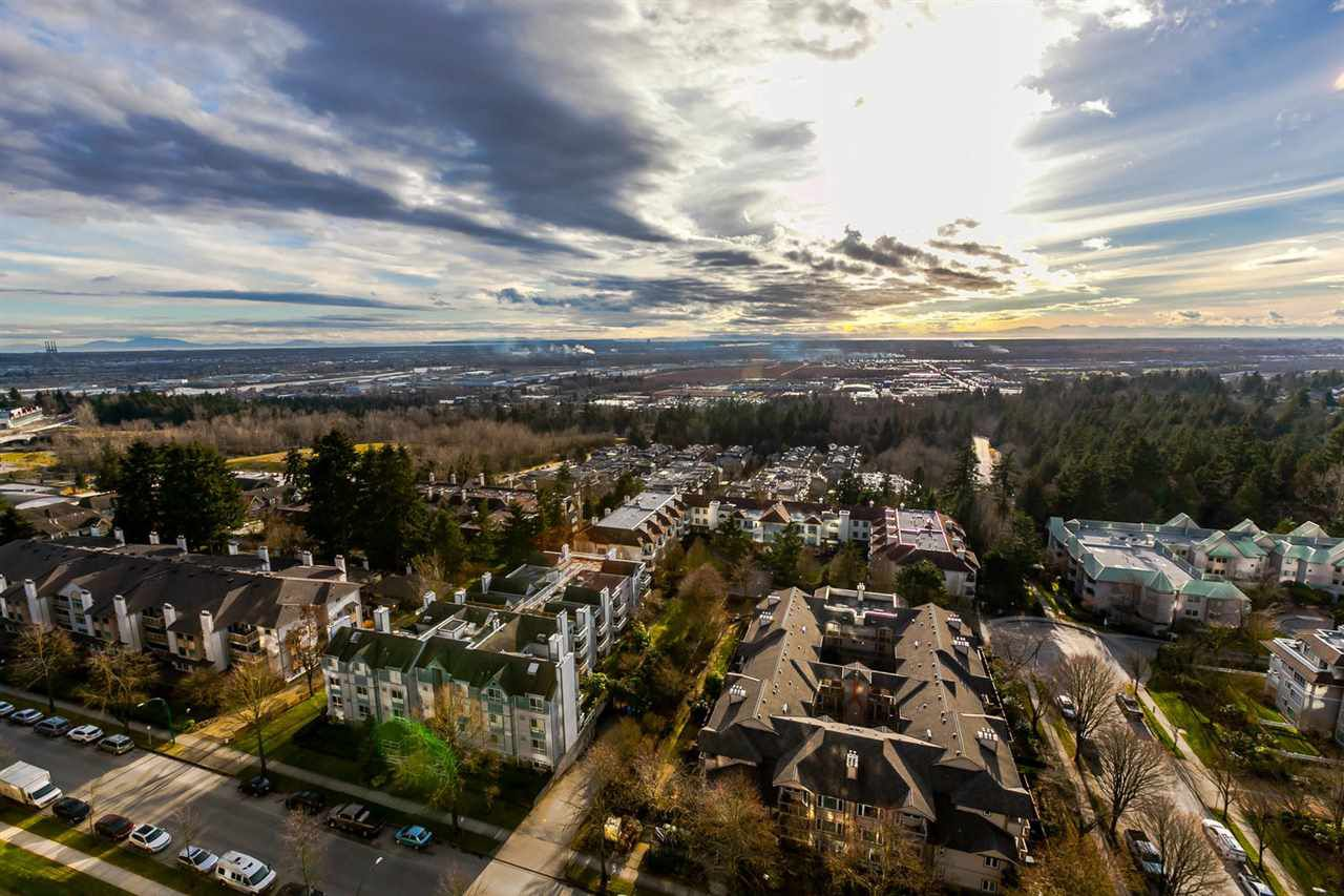 "Main Photo: 1903 7368 SANDBORNE Avenue in Burnaby: South Slope Condo for sale in ""MAYFAIR PLACE I"" (Burnaby South)  : MLS®# R2140930"