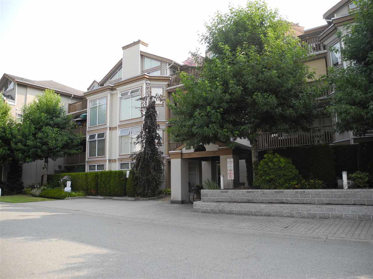 """Main Photo: 206 19131 FORD Road in Pitt Meadows: Central Meadows Condo for sale in """"WOODFORD MANOR"""" : MLS®# R2296738"""