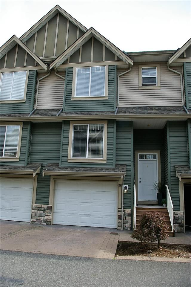 "Main Photo: 22 6498 SOUTHDOWNE Place in Sardis: Sardis East Vedder Rd Townhouse for sale in ""VILLAGE GREEN"" : MLS®# R2308584"