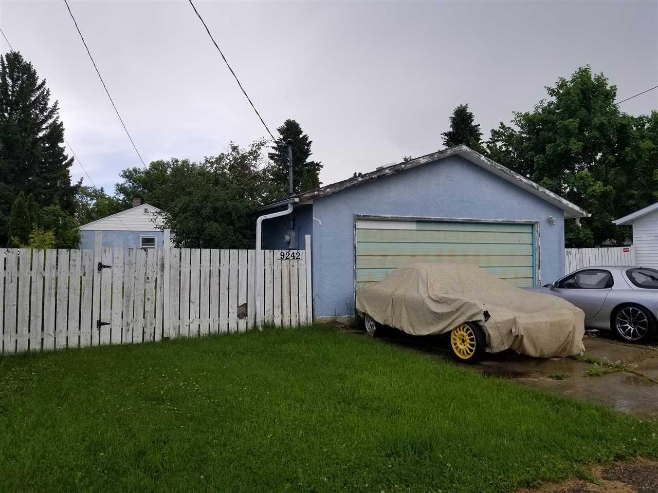Photo 2: Photos: 9242 152 Street in Edmonton: Zone 22 House for sale : MLS®# E4158939