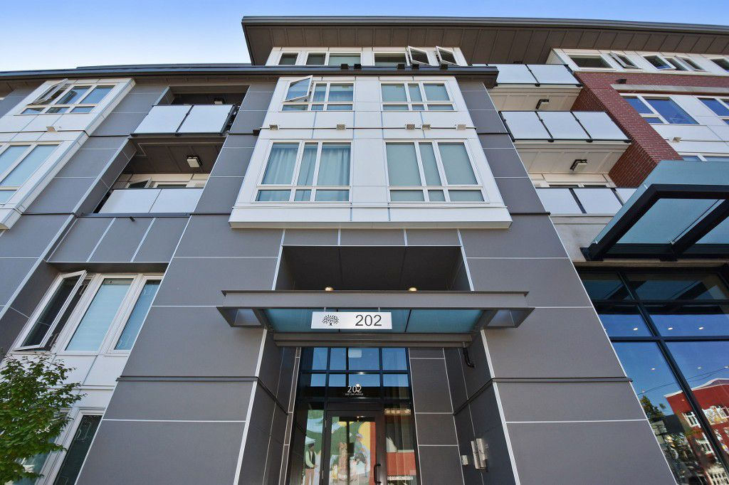 """Main Photo: PH5 202 E 24TH Avenue in Vancouver: Main Condo for sale in """"Bluetree Homes on Main"""" (Vancouver East)  : MLS®# R2104351"""