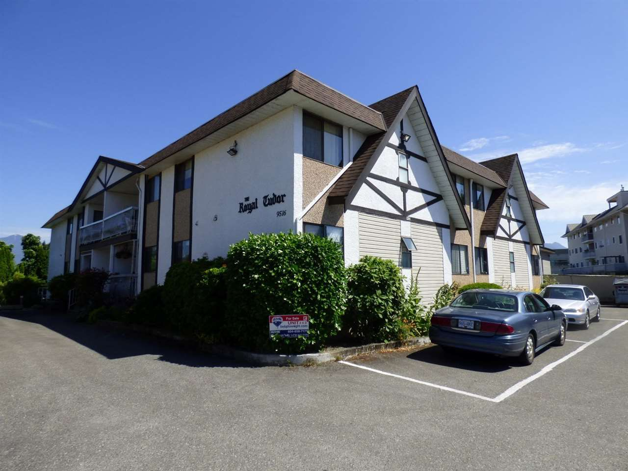 """Main Photo: 203 9516 ROTARY Street in Chilliwack: Chilliwack N Yale-Well Condo for sale in """"ROYAL TUDOR"""" : MLS®# R2181735"""