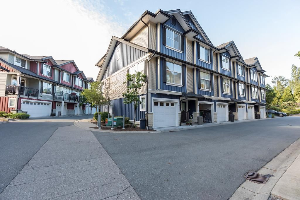 """Main Photo: 18 18211 70 Avenue in Surrey: Cloverdale BC Townhouse for sale in """"Augusta Walk"""" (Cloverdale)  : MLS®# R2275061"""