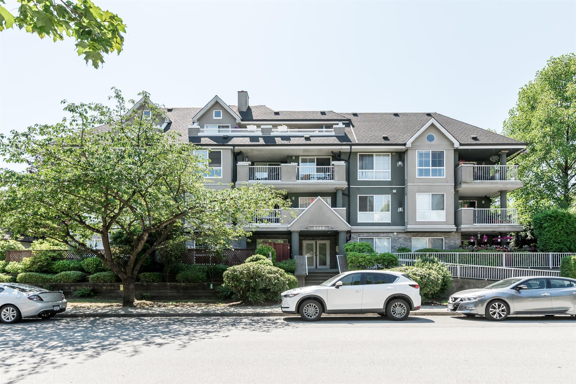 "Main Photo: 306 2388 WELCHER Avenue in Port Coquitlam: Central Pt Coquitlam Condo for sale in ""PARK GREEN"" : MLS®# R2292110"