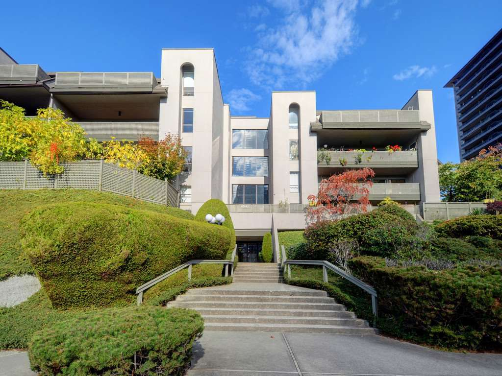 Main Photo: 407 4941 LOUGHEED Highway in Burnaby: Brentwood Park Condo for sale (Burnaby North)  : MLS®# R2331815