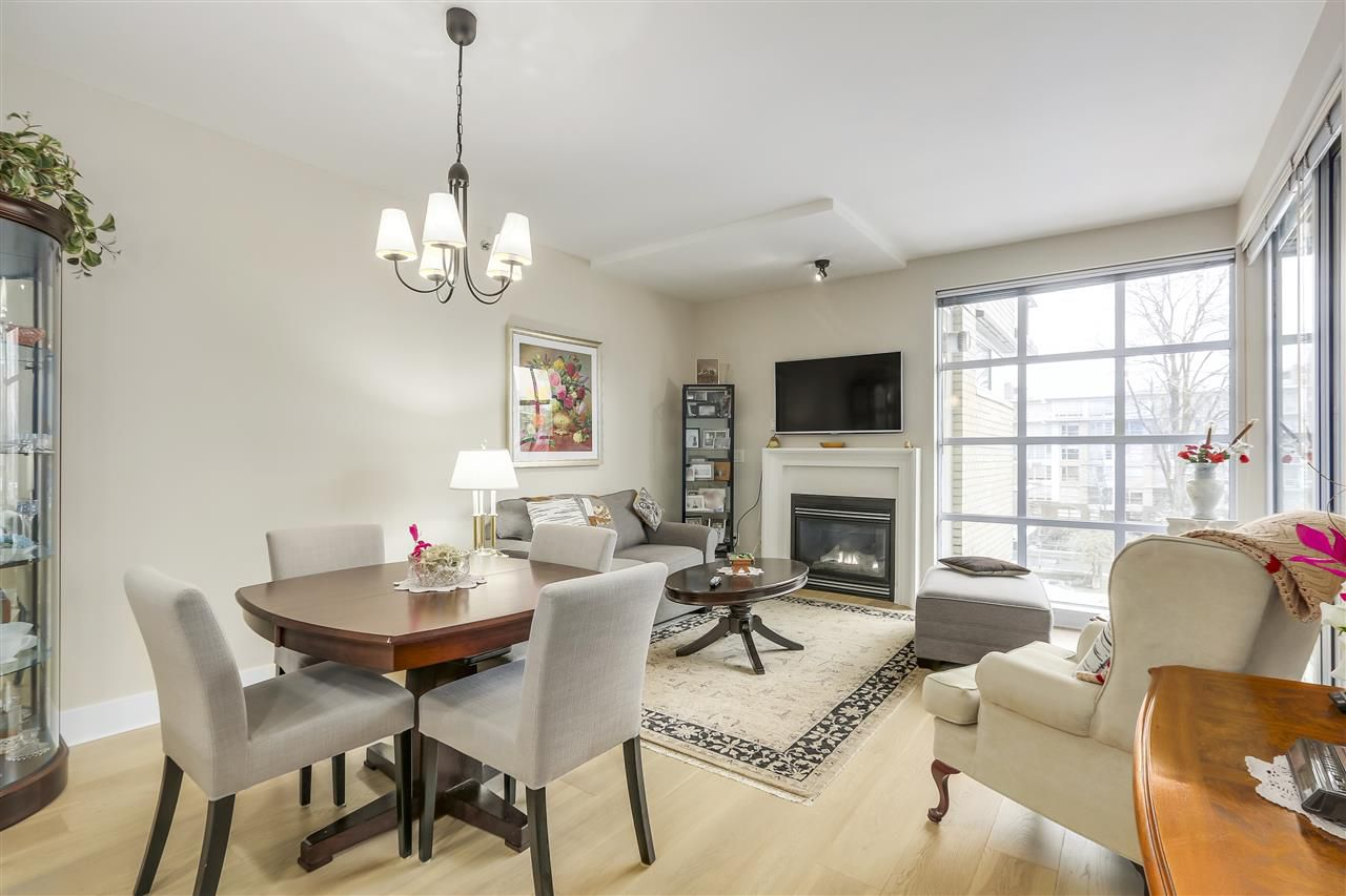Main Photo: 411 2655 CRANBERRY Drive in Vancouver: Kitsilano Condo for sale (Vancouver West)  : MLS®# R2343223