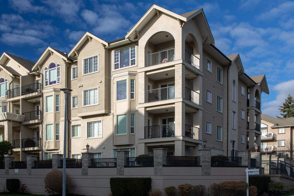 """Main Photo: 411 20281 53A Avenue in Langley: Langley City Condo for sale in """"Gibbons Layne"""" : MLS®# R2346962"""