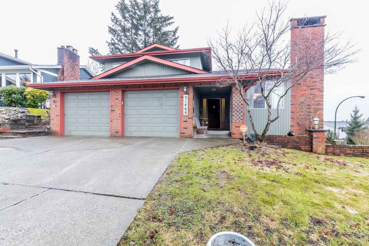 "Main Photo: 31468 SUNNYSIDE Crescent in Abbotsford: Abbotsford West House for sale in ""ABBOTSFORD WEST"" : MLS®# R2142568"