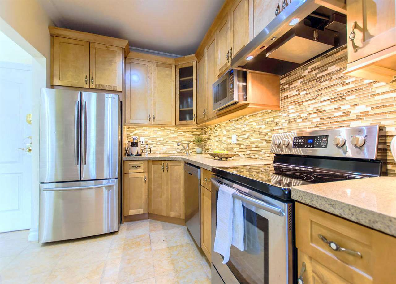 """Main Photo: 414 6740 STATION HILL Court in Burnaby: South Slope Condo for sale in """"WYNDHAM COURT"""" (Burnaby South)  : MLS®# R2184511"""