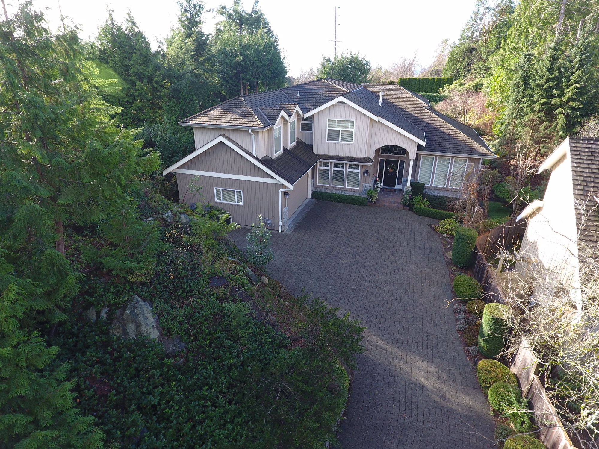 Main Photo: 4615 Northwood Drive in West Vancouver: Cypress Park Estates House for sale : MLS®# R2239019