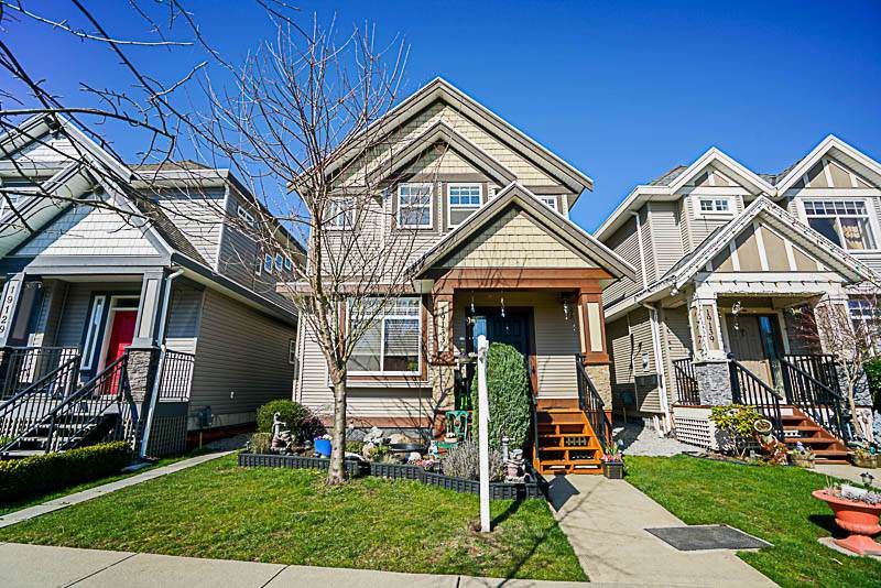 Main Photo: 19133 67A Avenue in Surrey: Clayton House for sale (Cloverdale)  : MLS®# R2248504