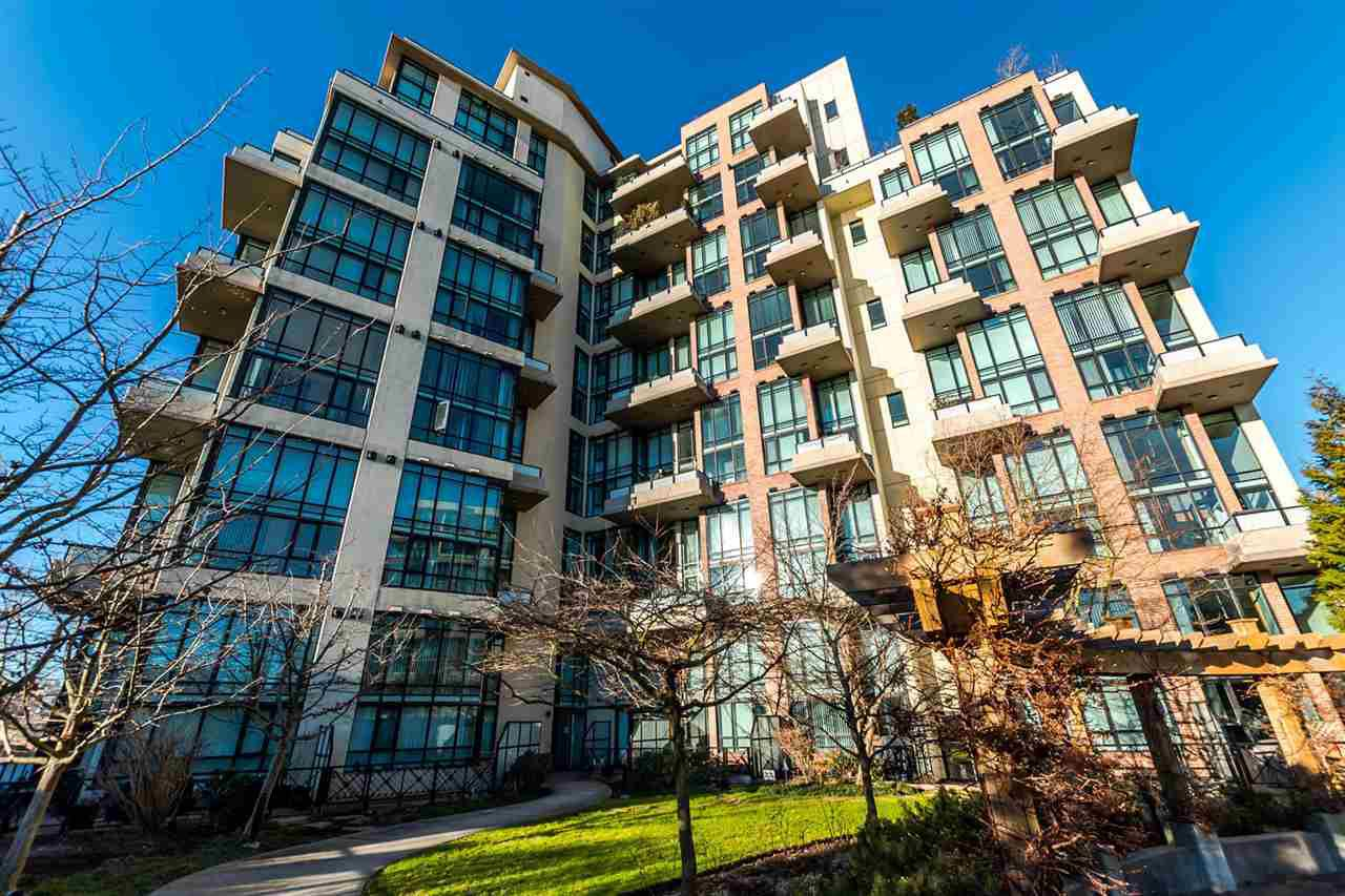 "Main Photo: 313 7 RIALTO Court in New Westminster: Quay Condo for sale in ""Murano Lofts"" : MLS®# R2251605"