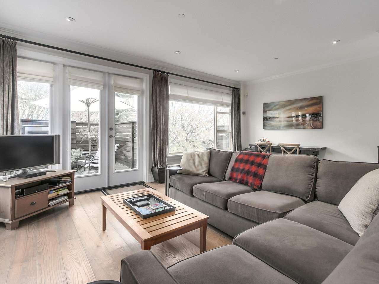 """Photo 2: Photos: 4 249 W 16TH Street in North Vancouver: Central Lonsdale House 1/2 Duplex for sale in """"THE WEST"""" : MLS®# R2262955"""