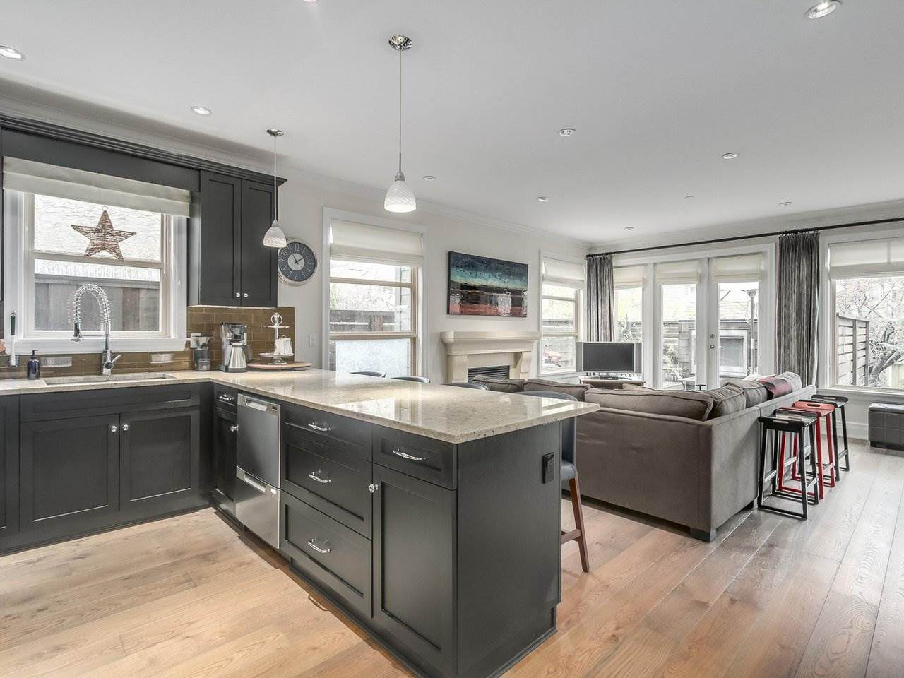"""Photo 6: Photos: 4 249 W 16TH Street in North Vancouver: Central Lonsdale House 1/2 Duplex for sale in """"THE WEST"""" : MLS®# R2262955"""
