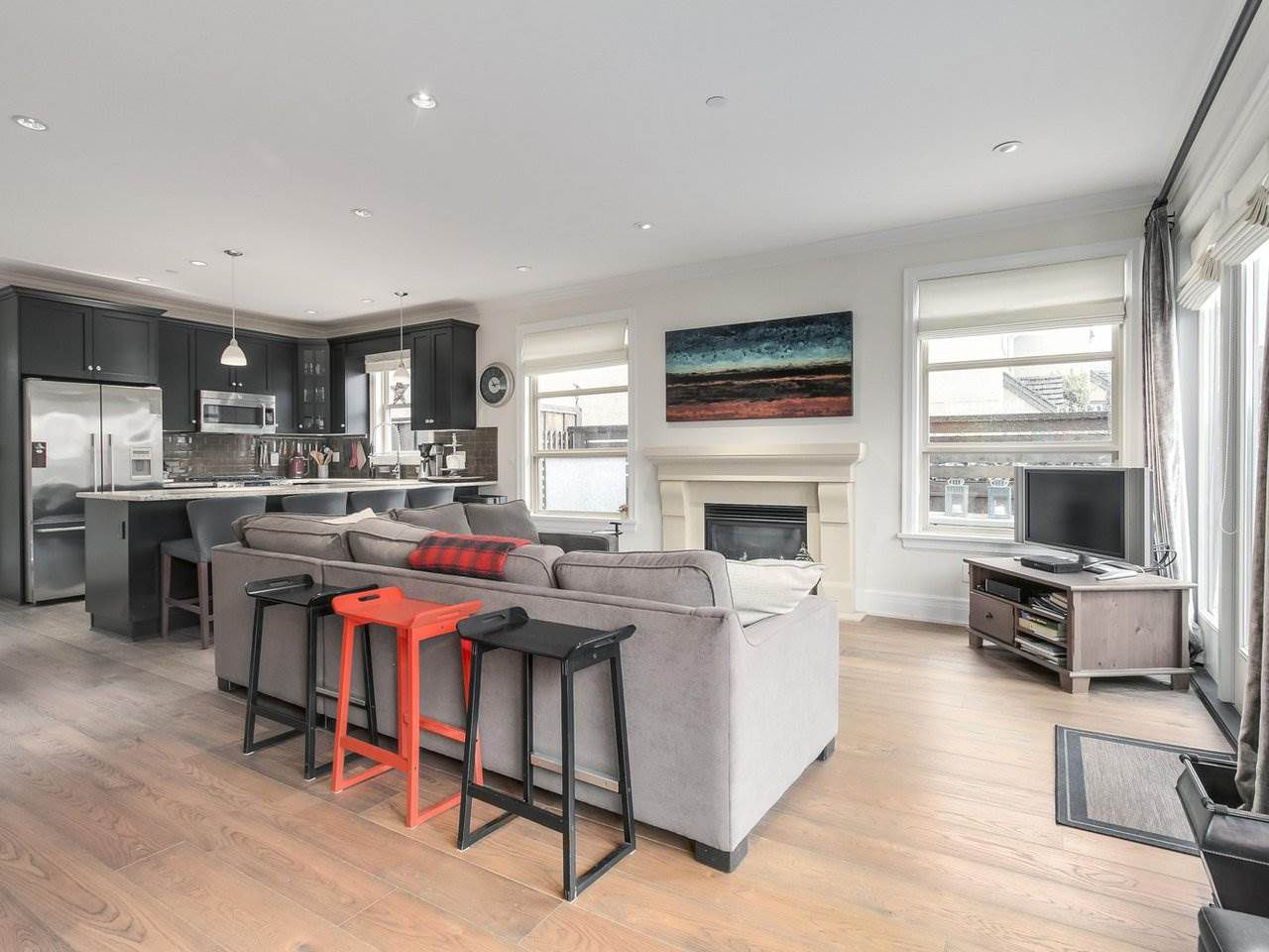 """Photo 4: Photos: 4 249 W 16TH Street in North Vancouver: Central Lonsdale House 1/2 Duplex for sale in """"THE WEST"""" : MLS®# R2262955"""