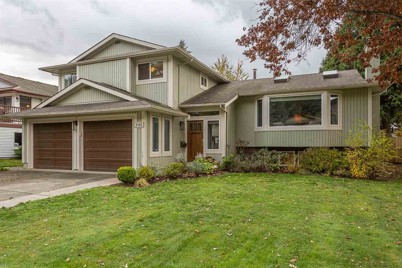 Main Photo: 2365 CAMERON Crescent in Abbotsford: Abbotsford East House for sale : MLS®# R2321078