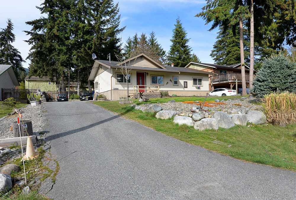 Main Photo: 1264 FITCHETT Road in Gibsons: Gibsons & Area House for sale (Sunshine Coast)  : MLS®# R2353828