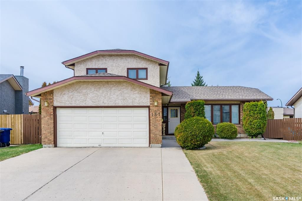 Main Photo: 131 Neusch Crescent in Saskatoon: Silverwood Heights Residential for sale : MLS®# SK768448
