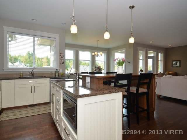 Photo 6: Photos: 2564 MCCLAREN ROAD in MILL BAY: House for sale : MLS®# 352894