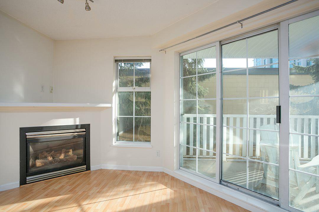 "Main Photo: 214 147 E 1ST Street in North Vancouver: Lower Lonsdale Condo for sale in ""CORONADO"" : MLS®# R2131365"