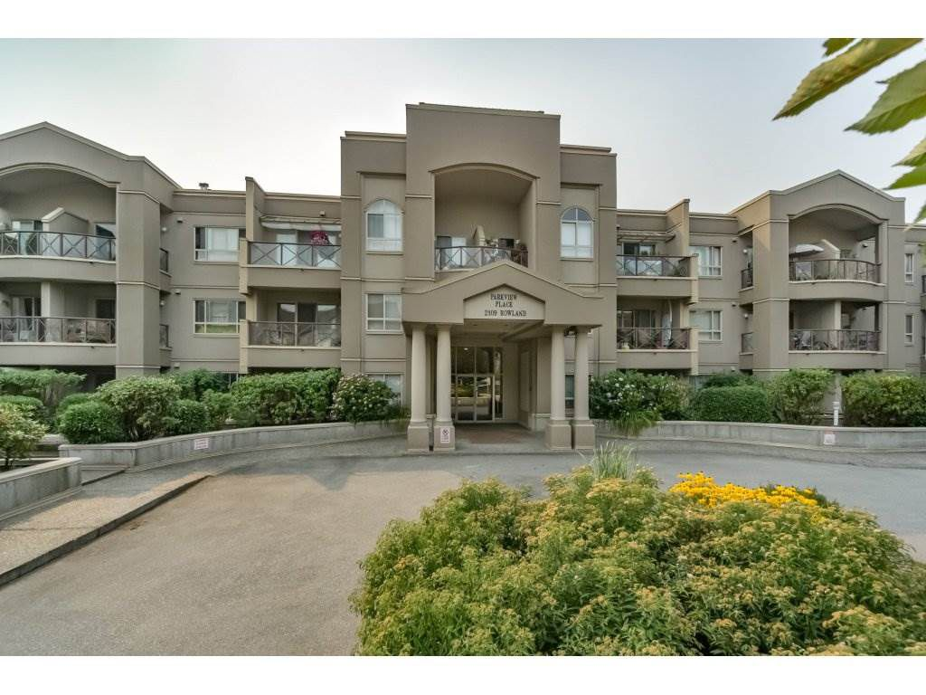 """Main Photo: 305 2109 ROWLAND Street in Port Coquitlam: Central Pt Coquitlam Condo for sale in """"Parkview Place"""" : MLS®# R2195061"""