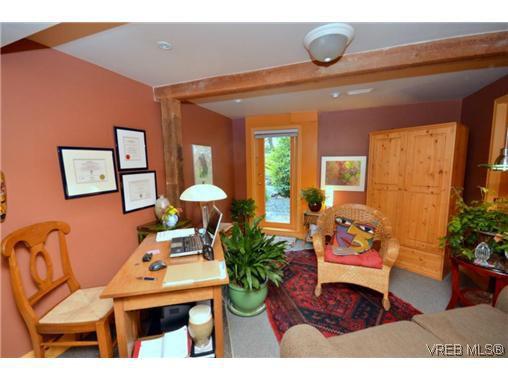 Main Photo: 2710 Mt. Stephen Avenue in VICTORIA: Vi Fernwood Residential for sale (Victoria)  : MLS®# 317119