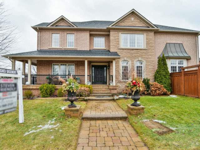 Main Photo: 1240 Grace Dr in Oakville: Iroquois Ridge North Freehold for sale : MLS®# W4047285