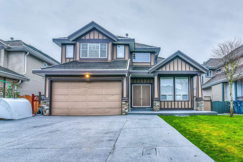 Main Photo: 7432 148 STREET in : East Newton House for sale : MLS®# R2230358