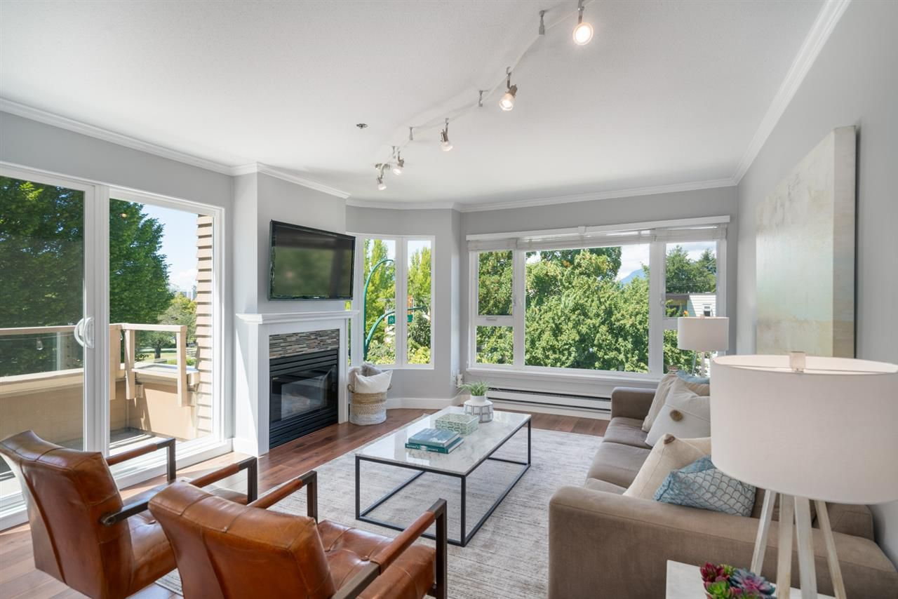"""Main Photo: 302 3218 ONTARIO Street in Vancouver: Main Condo for sale in """"TRENDY MAIN"""" (Vancouver East)  : MLS®# R2279128"""